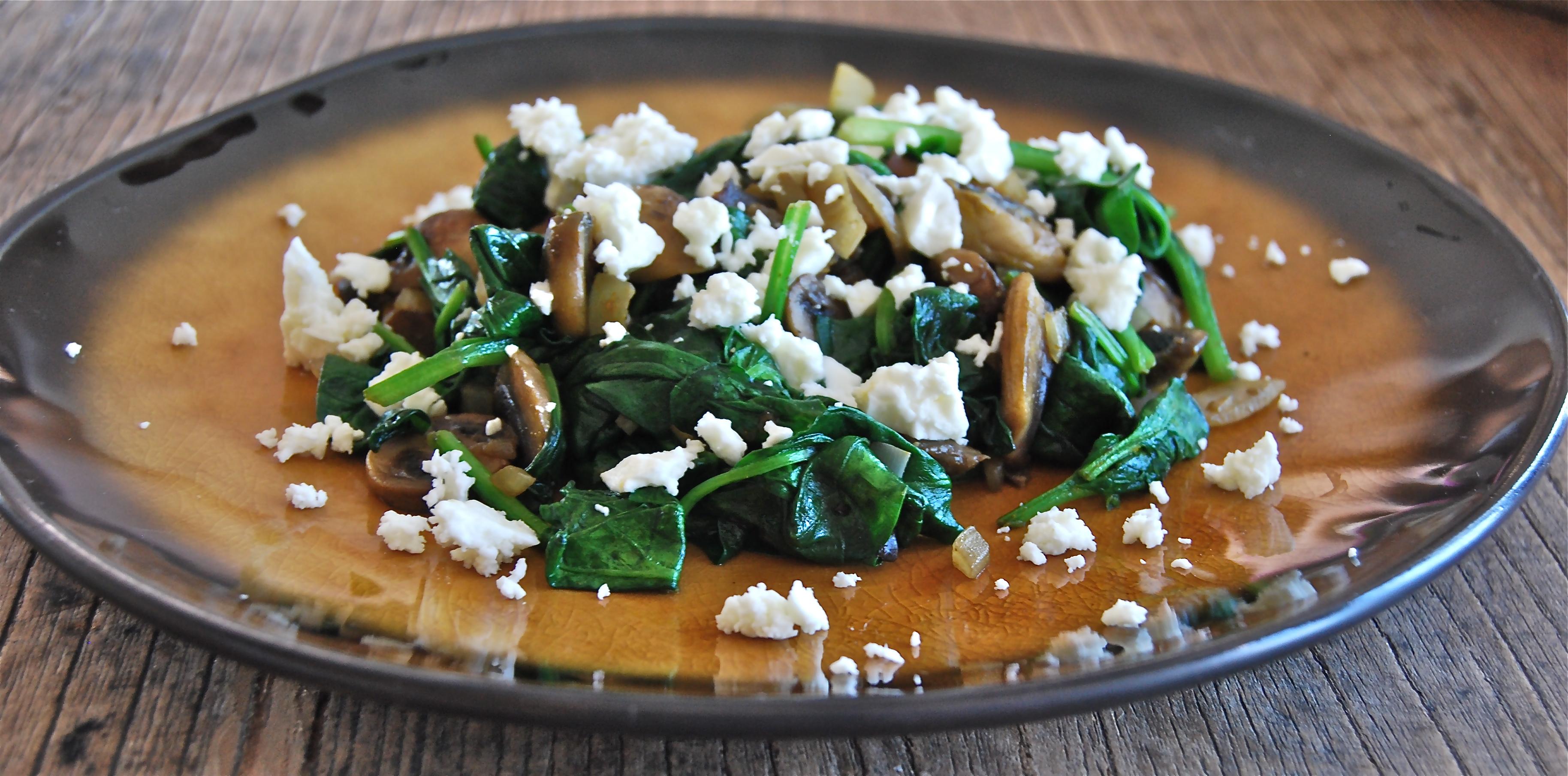 Warme spinazie met champignons en feta - Truitjeroermeniet.be