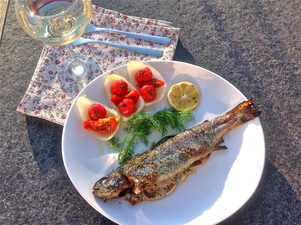 De zon in je bord met forel, venkel en tomaat - www.truitjeroermeniet.be
