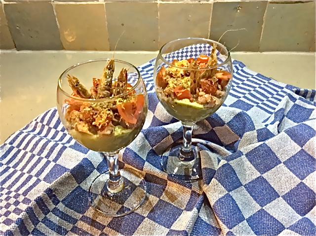 Hapje van avocado, garnaaltjes en gedroogde garnaalkopjes - Truitjeroermeniet