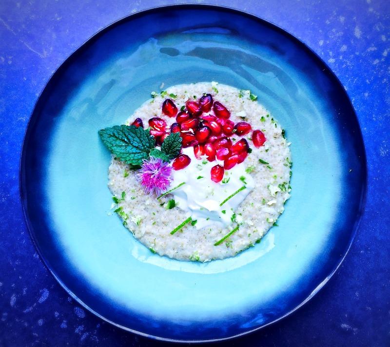 Kokos quinoa met limoenrasp en granaatappel - www.truitjeroermeniet.be