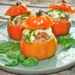 Gevulde tomaten met mozzarella en pesto