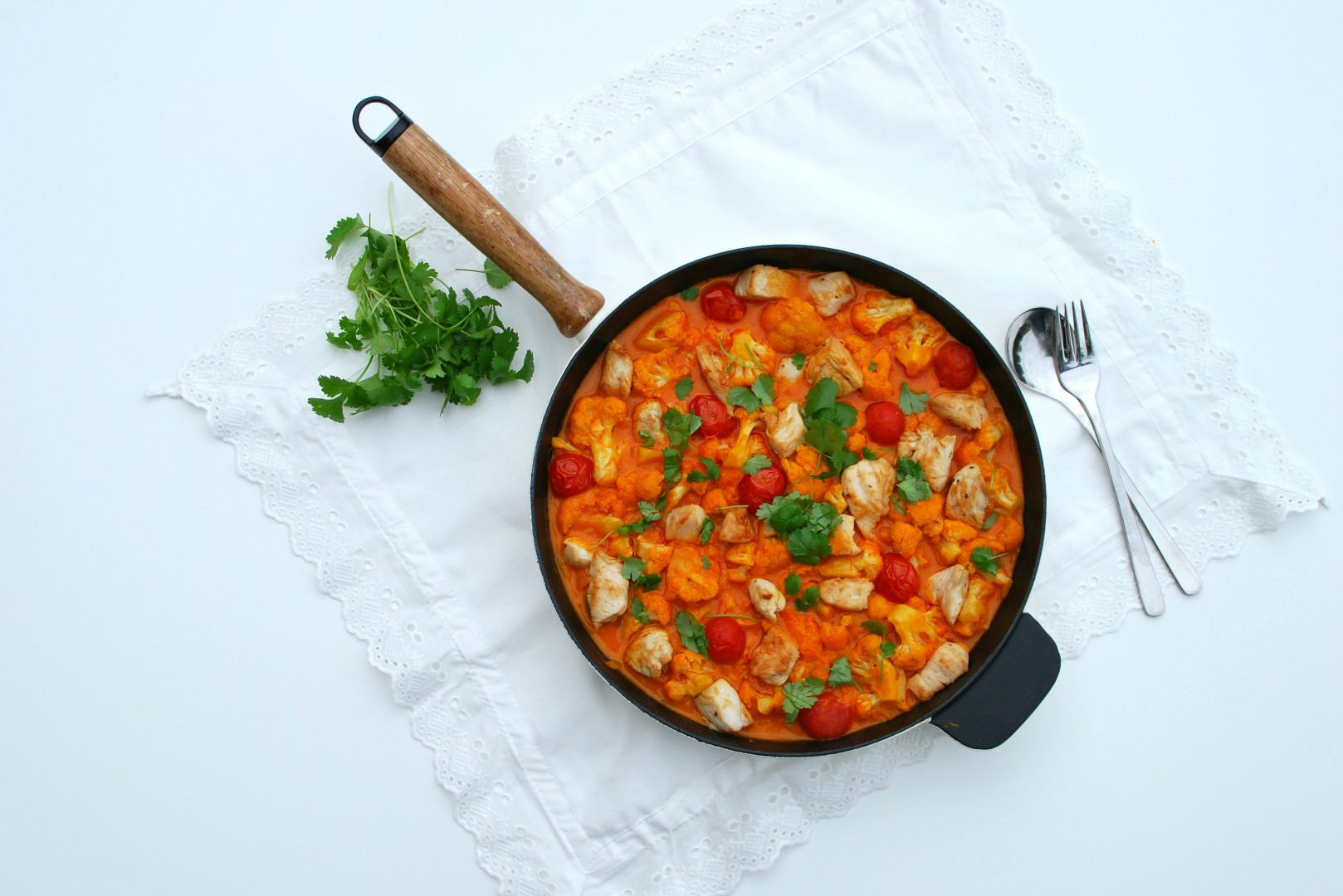 Curry van bloemkool met kip - www.truitjeroermeniet.be