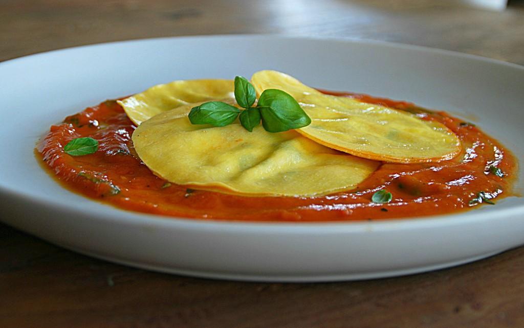 Verse lasagneschijfjes gevuld met ricotta, parmaham en basilicum - www.truitjeroermeniet.be