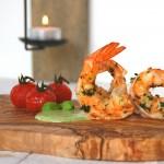 Scampi met zoetzure tomaatjes en basilicum-peterselievinaigrette