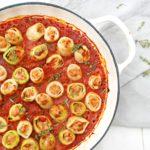 Cannelloni van prei met kippengehakt en tomaat