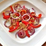 Hartige havermout met rode ui, zongedroogde tomaatjes en paprika
