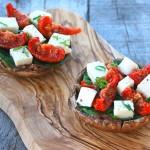 Gevulde portobello met zongedroogde tomaatjes, spinazie en mozzarella